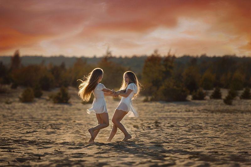 child, girls, friend, walk, sun, west Childhoodphoto preview