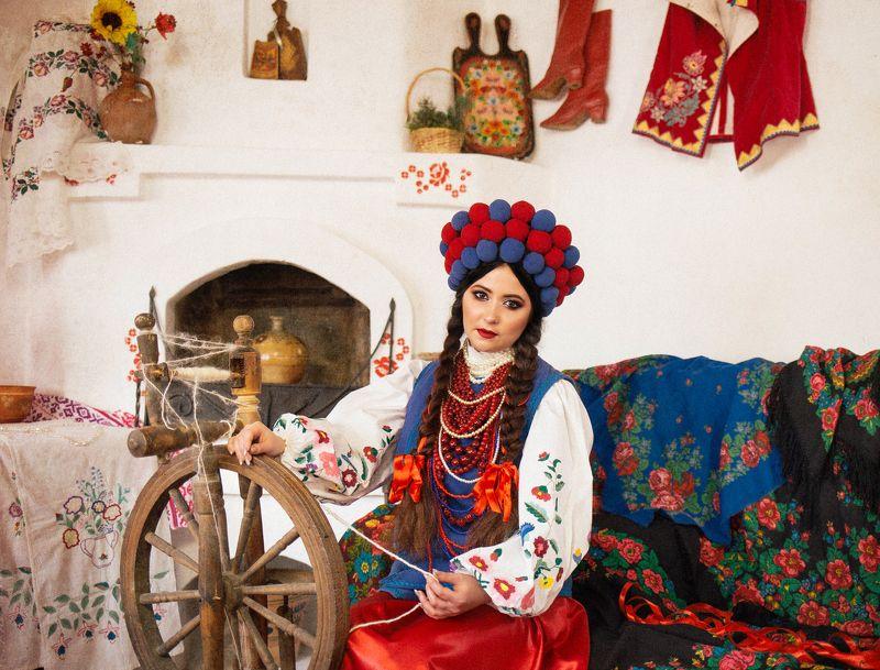 украинка, українка, национальныйкостюм, девушка Українкаphoto preview