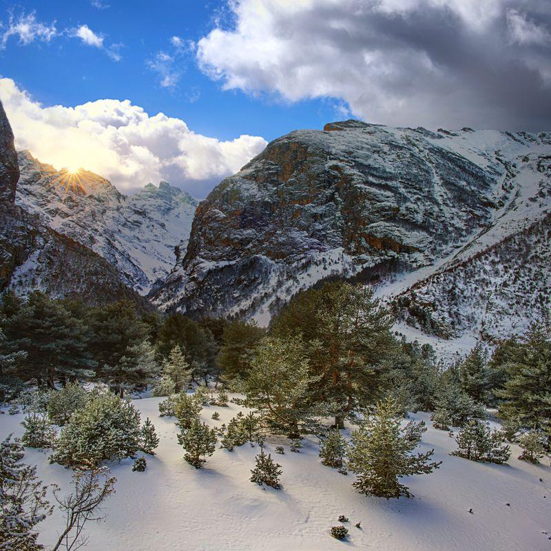 зима,горы,снег,пейзаж,уштулу,кбр В ущелье Уштулуphoto preview