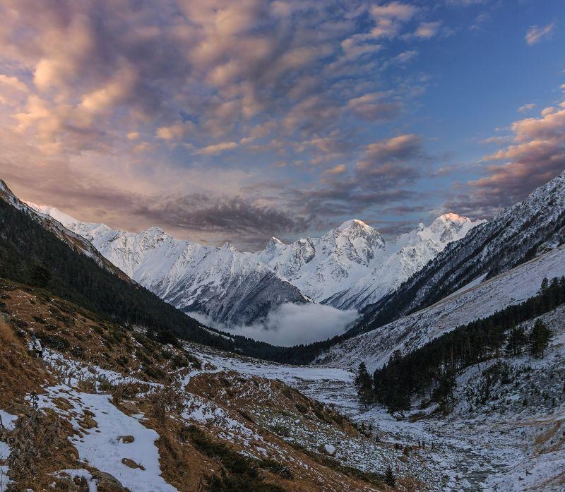 горы, закат, кавказ уходит день, теряя очертание...photo preview