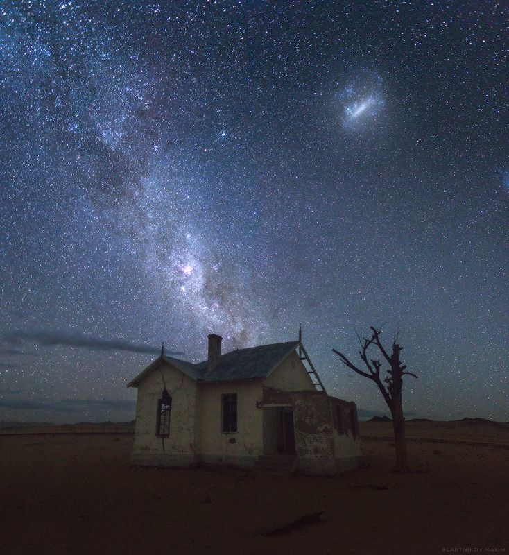 намибия, африка, млечный путь, галактика, небо, дом, пустыня, звезды, ночь, дерево, один, людериц, колманскоп, south africa, africa, namibia, ghost, town, clouds, sky, stars, galaxy, world, desert, alone, outdoor Desertphoto preview