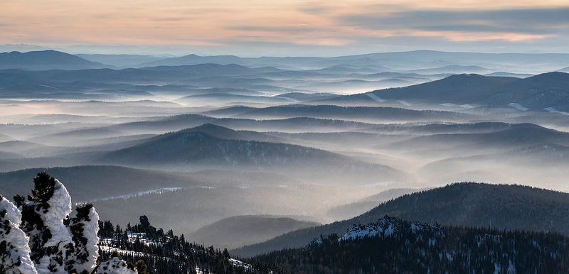 дали, хребты, долины, дымка, контровый свет, гора, зелёная, курган, шерегеш, горная шория, сибирь, зима Шерегешские далиphoto preview