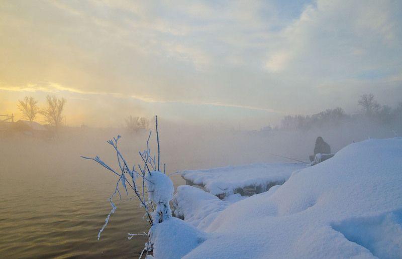 озеро, горячка, зима, рыбак, рыбалка Улеглась метель на белом склонеphoto preview