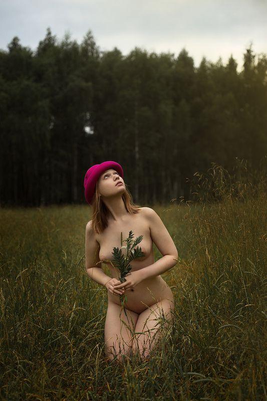 арт-ню женский портрет Красная шапочкаphoto preview