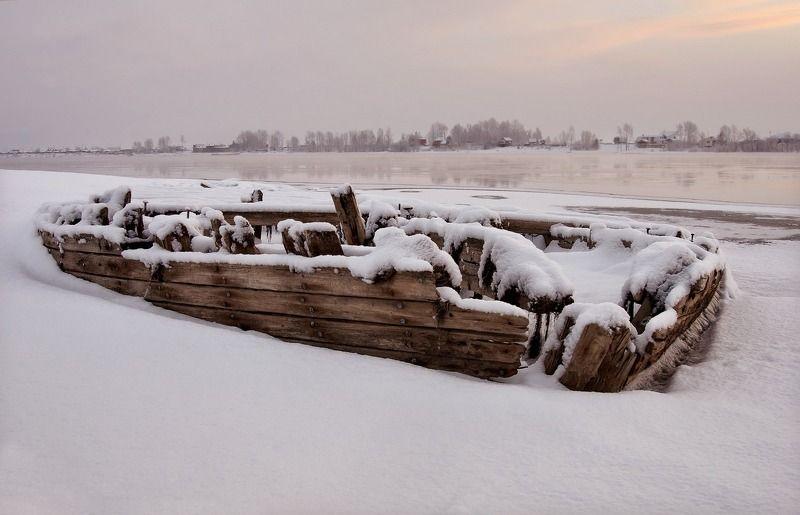мороз., берег., изморозь. Когда вода отступает.photo preview