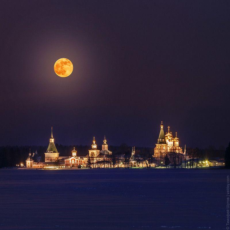 иверский монастырь, валдай Восход полной луныphoto preview