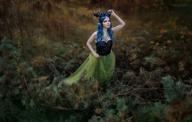 эльф, мистическое существо, синие волосы, природа, сказка, сказка на ночь, сказочная, рога, демон, elf, mystical creature, blue hair, nature, fairy tale, bedtime story, fabulous, horns, demon Labyrinth of the Faunphoto preview
