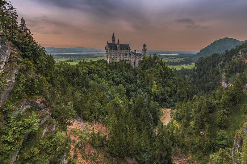 нойшванштайн, горное озеро, озеро альпзее, хоэншвайгау, альпы Романтический замок Нойшванштайн.photo preview