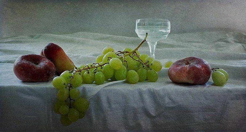 фрукты, рюмка, линейная композиция, виноград, персики, elena alimova, елена алимова без названияphoto preview