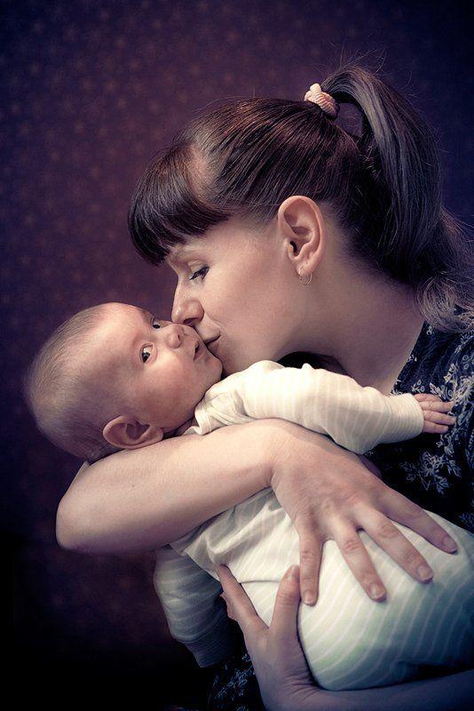 портрет МАМА с младенцемphoto preview