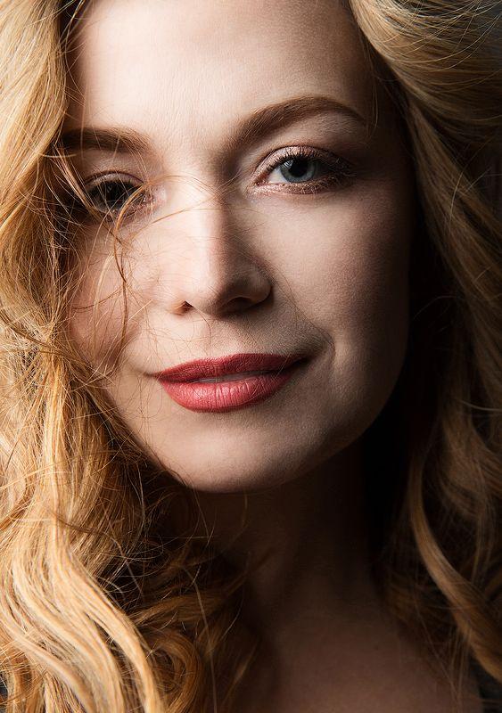 красивая, женщина,  портрет, блондинка, глаза, губы, макияж Иринаphoto preview