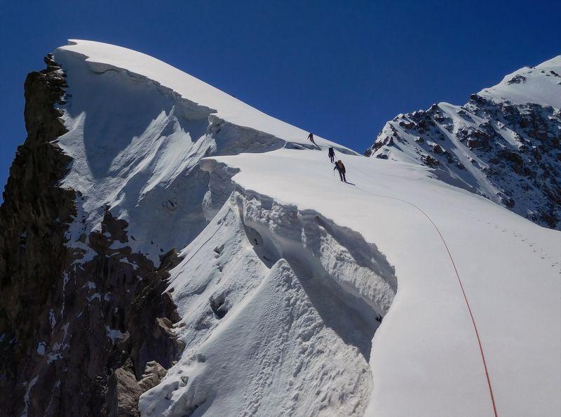 горы, альпинизм далеко за горизонт...photo preview