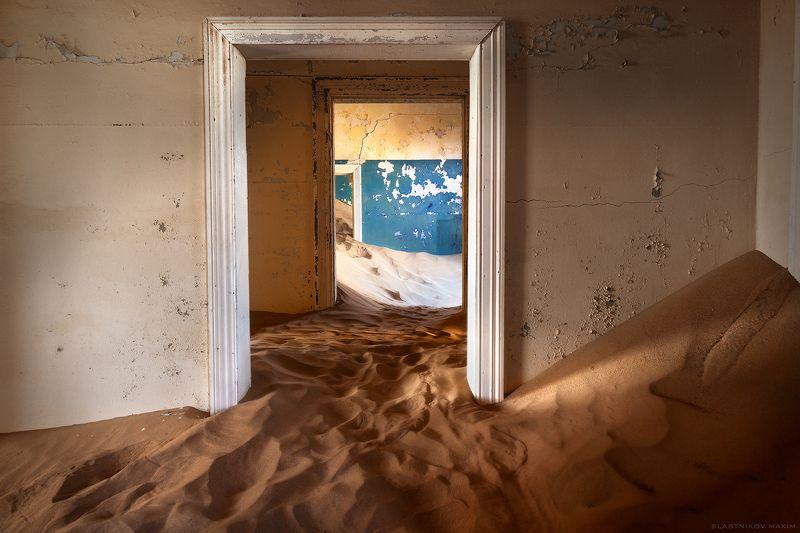 намибия, африка, пески, алмазы, дом, дверь, дюны, жара, один, тишина, песок, время, город, призрак, namibia, southafrica, sands, dunes, home, house, city, wind, desert, alone, explore, outdoor, travel Колманскопphoto preview