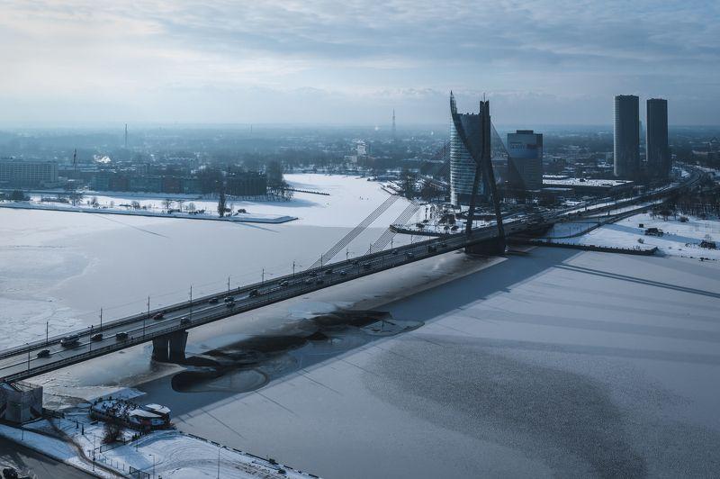 Мост и замёрзшая рекаphoto preview