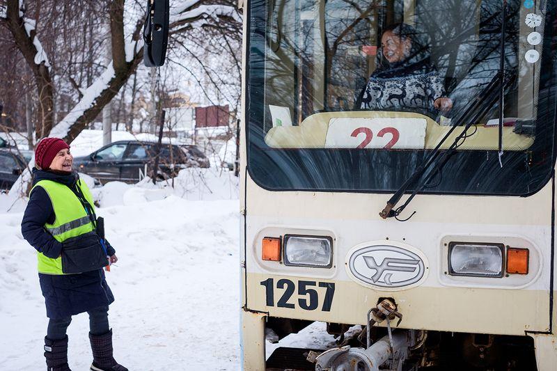 город, трамвай вагоновожатый Конечная...photo preview