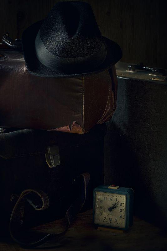 шляпа, саквояж, чемодан, часы, натюрморт, старый Travelling to the pastphoto preview