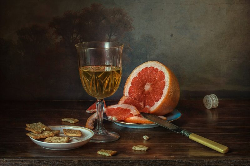 натюрморт, стекло, бокал, фрукт, грейпфрут, печенье, крекер С грейпфрутом и крекерамиphoto preview