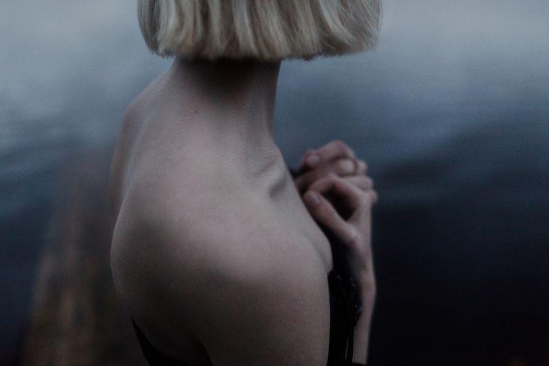 лето, вечер, девушка, река, вода, ночь, причал, красивая, утонченная, блондинка Sashaphoto preview
