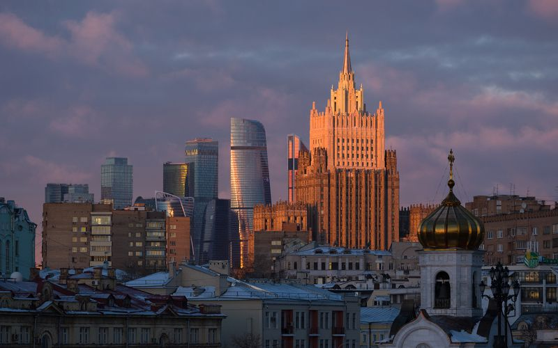 город, Москва, палитра, архитектуры, архитектура, центр, МИД, сталинская, высотка, Сити, высотки, небоскребы, небоскреб, облака, тучи, солнце Москва. Палитра архитектуры.photo preview