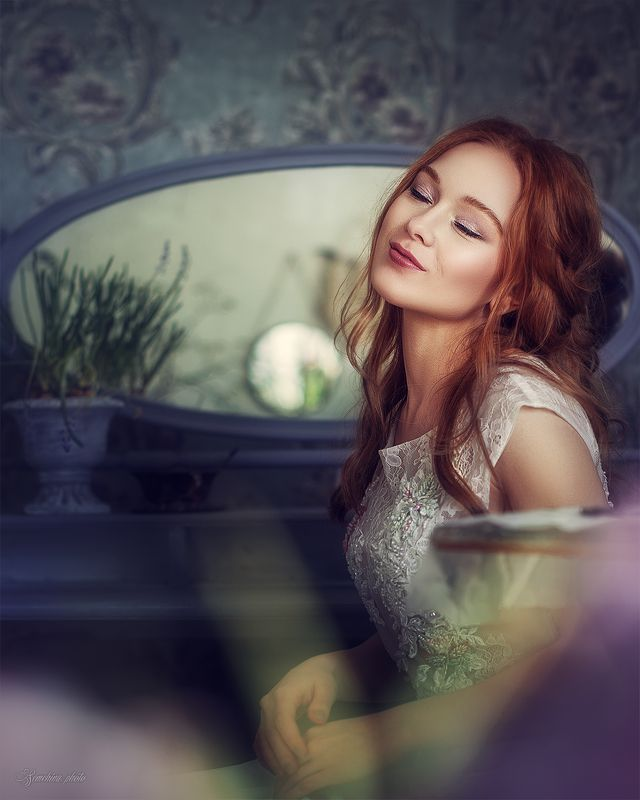 девушка, портрет, улыбка, эмоции, рыжие волосы, girl, spring, portrait, red hair, blue, purpl, smile, mood photo preview