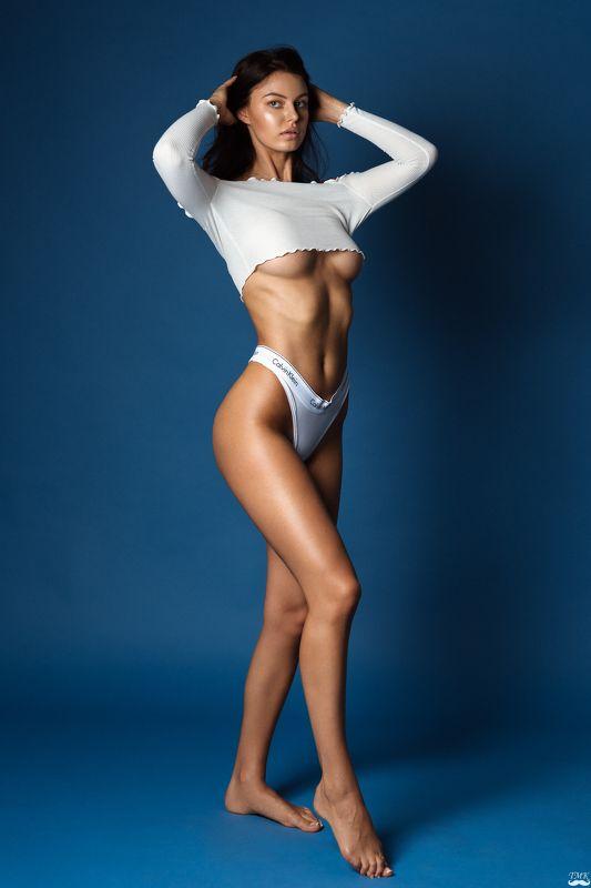 girl, studio, blue, retoucher, nikon, d810, portrait, glamour, legs, sexy, underwear, underboob, brunette, people Eglephoto preview