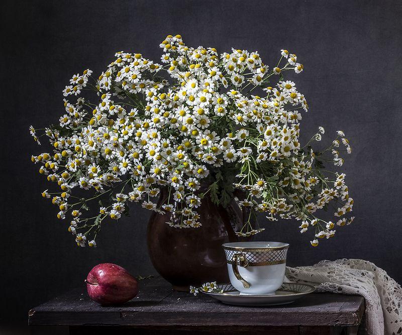 натюрморт, цветы, still life С красным яблокомphoto preview