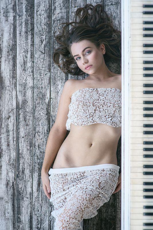 девушка, портрет, милая, cute, girl, portrait, фортепиано, piano Lyudmilaphoto preview