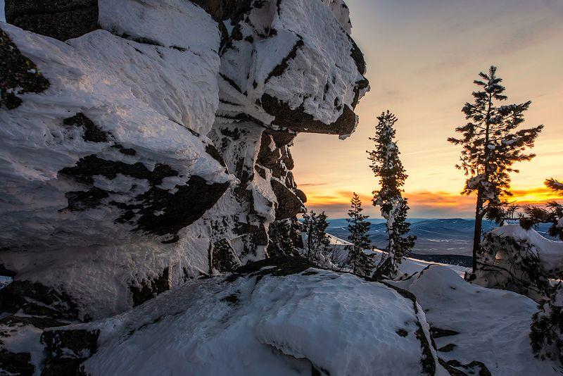 скалы, снег, гора, зелёная, курган, шерегеш, горная шория, сибирь, зима, вечер Pro фактурный сибирский вечерphoto preview