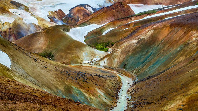 Rainbow mountains Icelandphoto preview