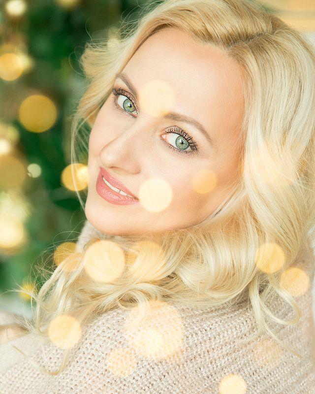 девушка, женщина, красивая, огоньки, новый год, рождество, улыбка, блондинка Владаphoto preview
