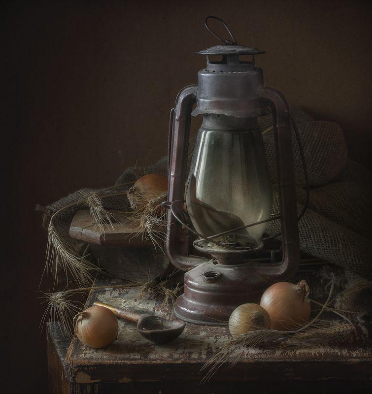 натюрморт,старая лампа Старая лампаphoto preview