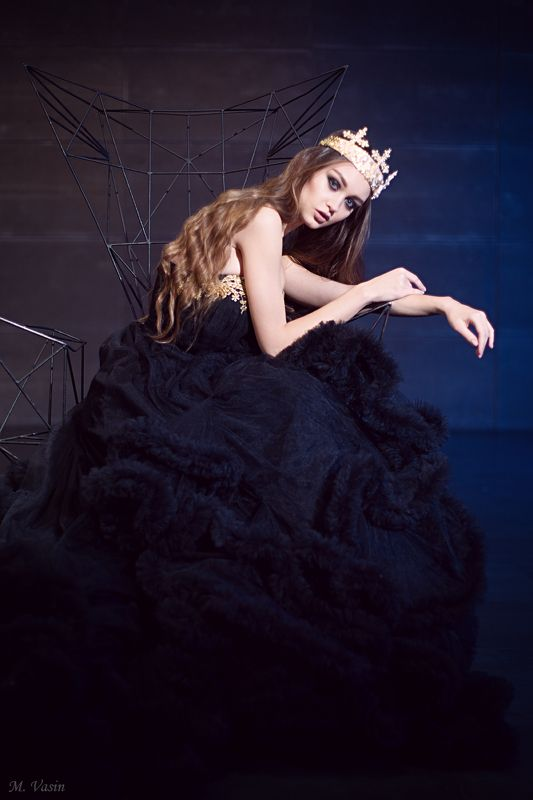 girl, model, cute, pretty, studio, fashion, portrait, art, light, color Mirror Queenphoto preview