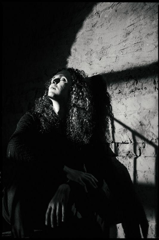 портрет, тень, солнечно, черно белое фото, черно белое, film, portrait, black and white Место под солнцемphoto preview
