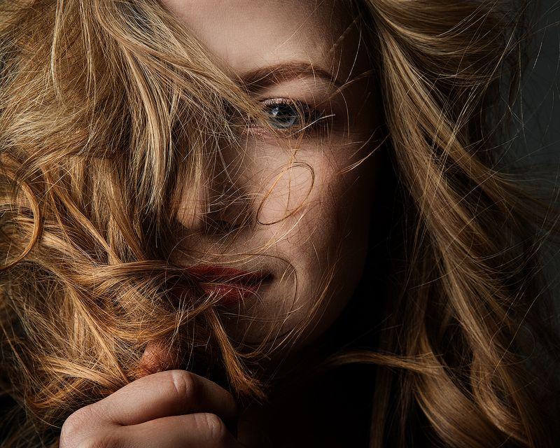 красивая, женщина,  портрет, блондинка, глаза, губы, макияж, крупный план, близко, волосы Иринаphoto preview