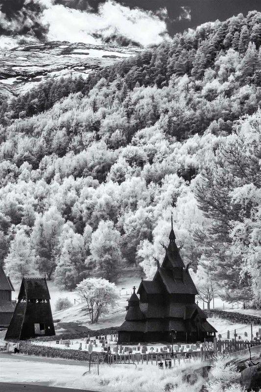 Норвегия, Инфракрасная фотография, лес, архитектура, горы,ir Ставкирка в Боргундеphoto preview