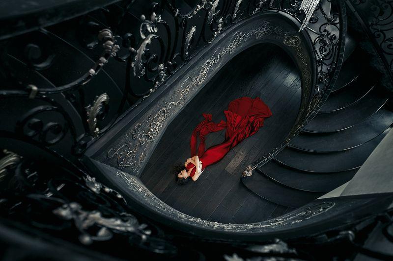 красноеплатье композиция тордуа лестница сюжет шик Красный бархатphoto preview