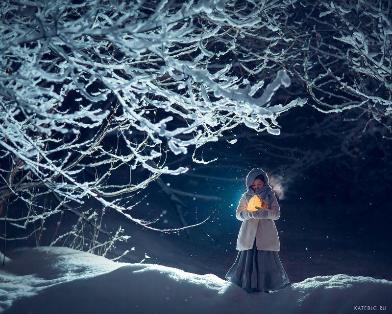 девочка, лес, вечер, зима, зимняя фотосессия, фотограф москва, фотосессия в москве, зимняя фотография, лесная Зимаphoto preview