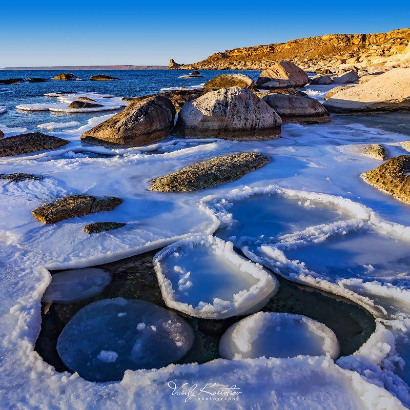 каспийское море, февраль 2014 море волнуется... дваphoto preview