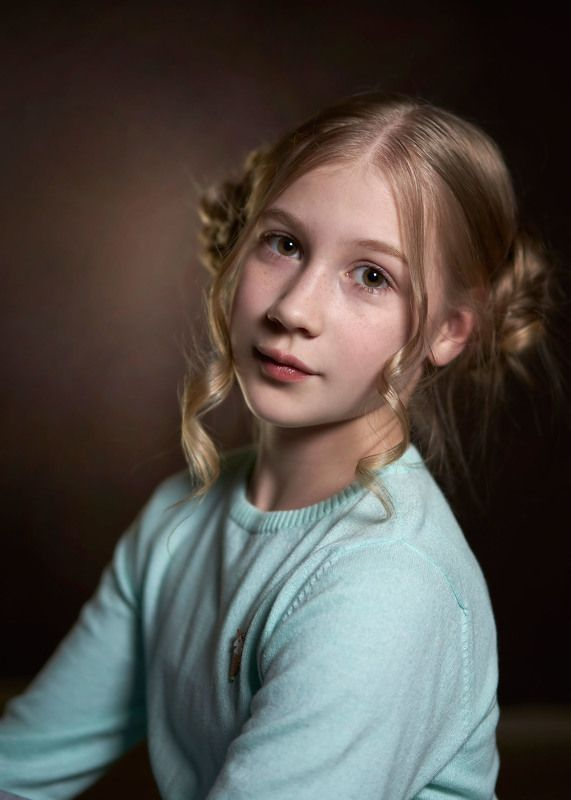 портрет, девочка, взгляд, волосы Ксюшаphoto preview