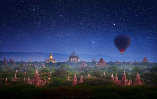 Туманная ночь над Баганом. Бирма