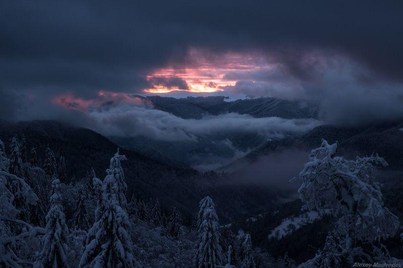 горы, гори, Закарпаття, зима, Карпати, Свидовець, лопухів, лопухов, свидовец, карпаты, закарпатье, свет, закат, солнце, яркий Зарождение светаphoto preview