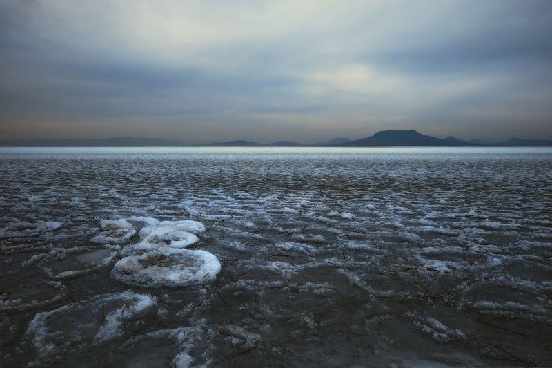 озеро, вечер, зима, лёд, небо, горы Вечернее зимнее озеро.photo preview