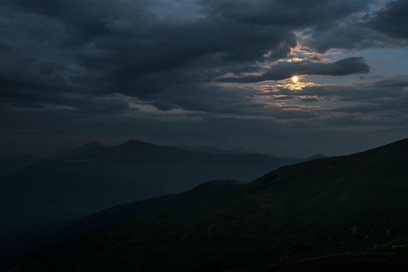затмение, луна, горы, лунное затмение, карпаты, сумерки Начало затменияphoto preview