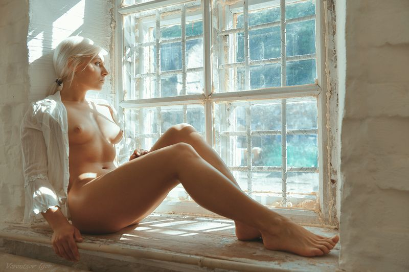 ню, девушка, грудь, обнажённая, окно photo preview