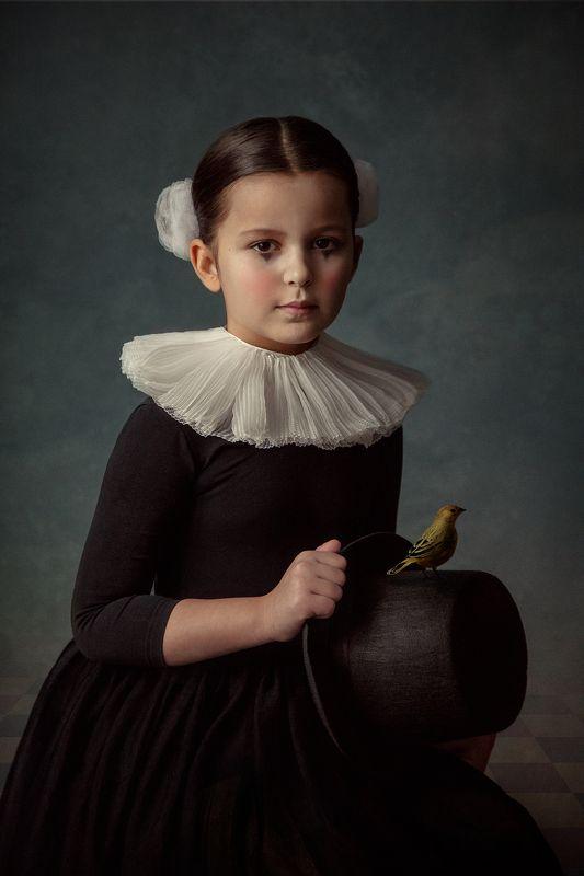 девочка, птица, арт, fineart, портрет Девочка с птицейphoto preview