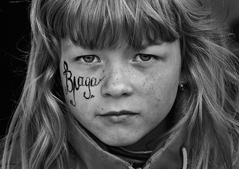 портрет, девочка, глаза, взгляд, апатиты Владаphoto preview