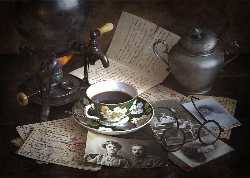 старинный кофейник- бульотка, чашка, сахарница, письма, фотографии, очки Бабушкин кофеphoto preview