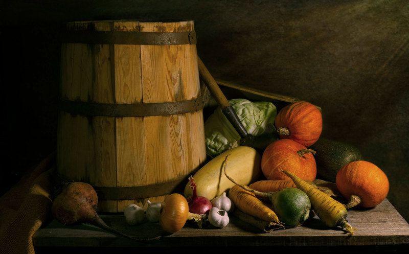 кадушка, овощи, редька, свёкла, морковь, капуста, тыквы, лук, чеснок, кабачок, сечка. В погребеphoto preview