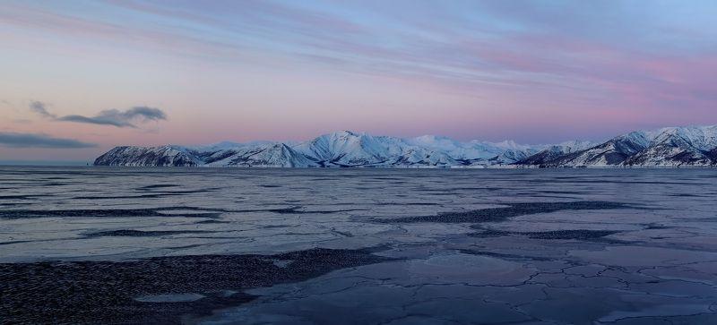 охотское море, зима, берег, скалы, утро, лёд предрассветная панорамаphoto preview