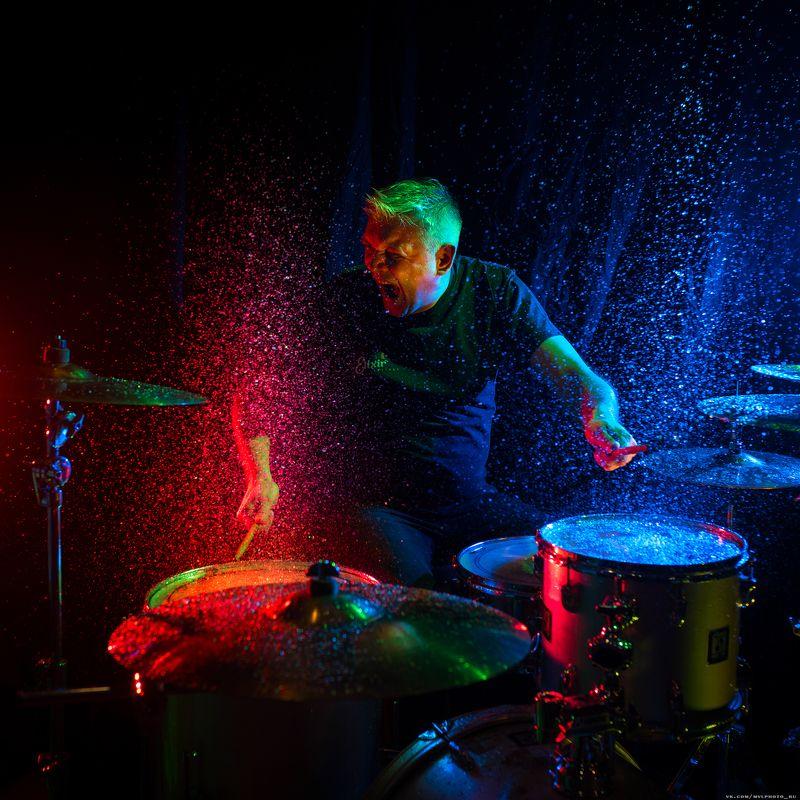 барабанщик, брызги, барабаны, эмоция, всплески ,капли, вода выплеснул эмоции...photo preview